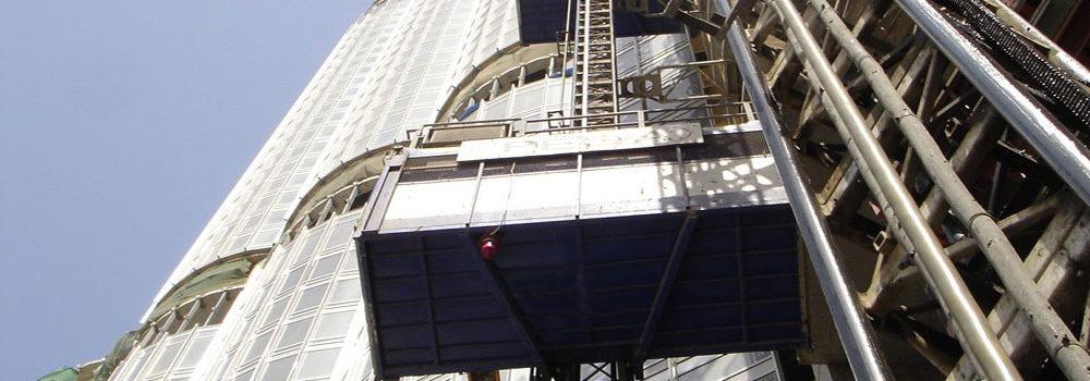 Výtahy a eskalátory